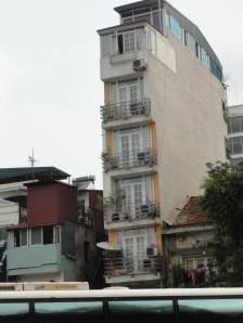 One skinny building!